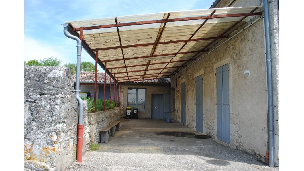 Vue 2 avant extension salle des fêtes Montagudet